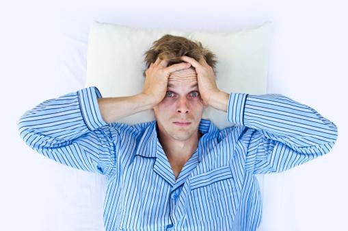 Naukowcy odkryli powód, dla którego nie możemy się wyspać podczas pierwszej nocy w nowym miejscu
