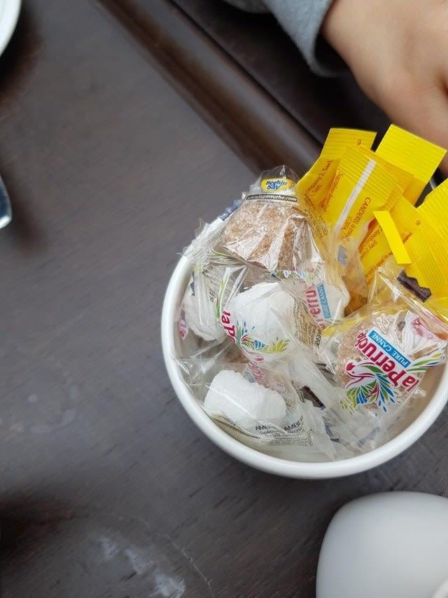 18 dowodów na to, że zużywamy zdecydowanie za dużo plastiku. Opakowania produktów to absurd