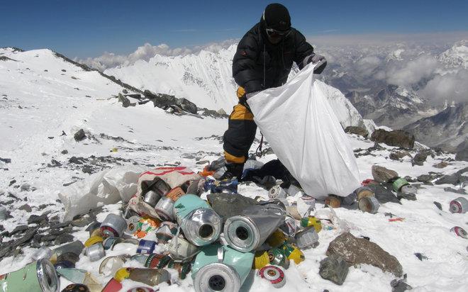 Rozpoczyna się wielka akcja sprzątania Mount Everestu. Szczyt zostanie zamknięty od północy