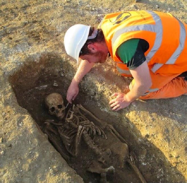 W Anglii odkopano cmentarz z okresu rzymskiego. Większość szkieletów została pozbawiona głów