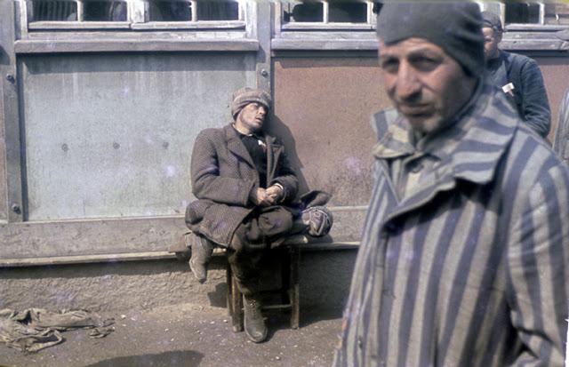 13 kolorowych zdjęć ukazujących codzienność w obozach koncentracyjnych. Chwytają za serce