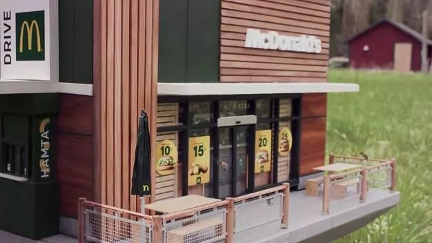 To najmniejsza restauracja Mcdonald's na świecie. Powstała z myślą o pszczołach