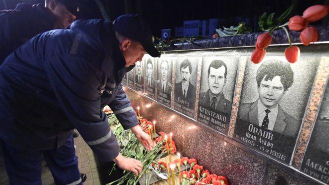 """Serial """"Czarnobyl"""" a rzeczywistość – jak główne wątki fabuły pokrywają się z wydarzeniami katastrofy?"""