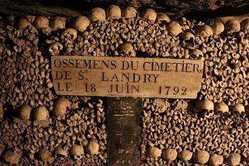 Dlaczego pod eleganckimi uliczkami Paryża znajduje się 6 milionów szkieletów?