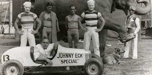 Johnny Eck i jego fascynujące życie. Historia pół-człowieka o wielu talentach