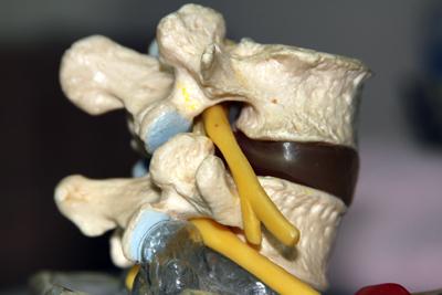 Co powoduje te ostre i przeszywające bóle, które pojawiają się w różnych częściach ciała?