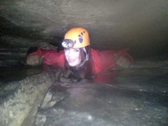 W jakich warunkach pracują speleolodzy? Od samego patrzenia można nabawić się klaustrofobii