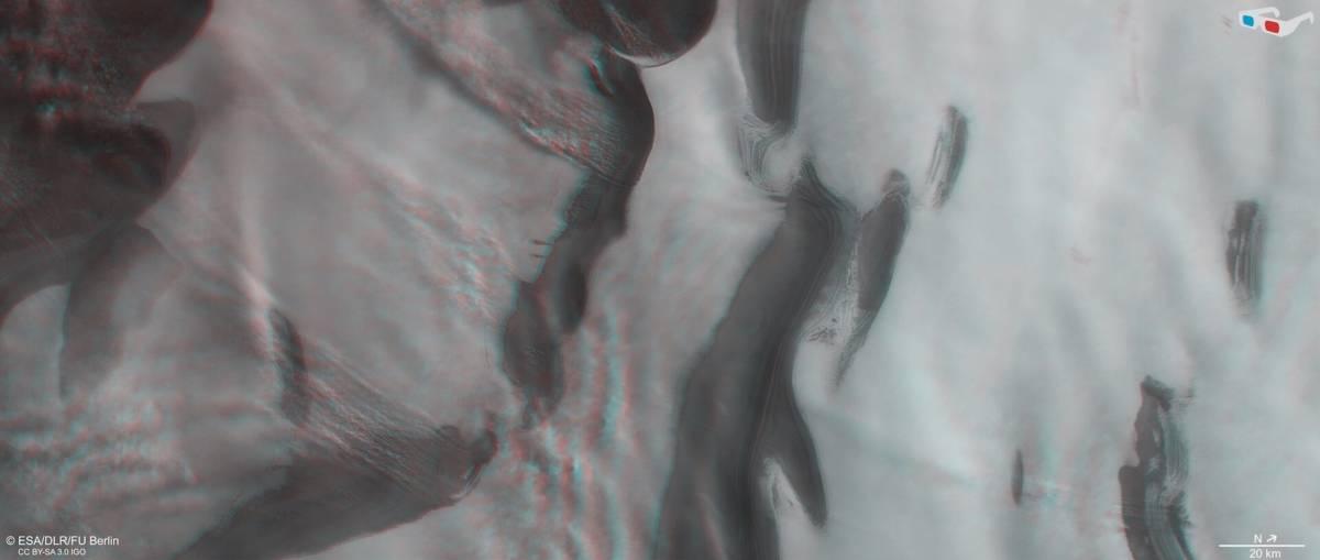 Europejska Agencja Kosmiczna opublikowała oszałamiające zdjęcia bieguna północnego Marsa