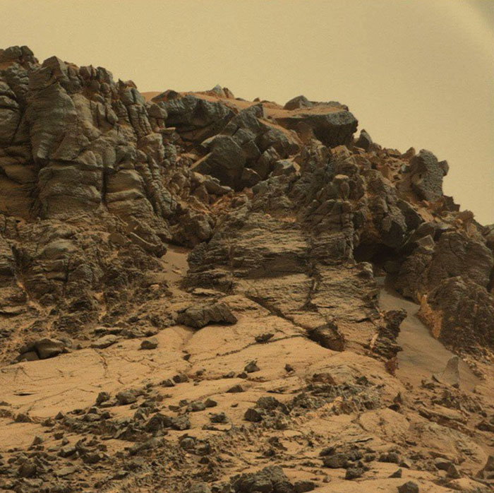 Najciekawsze zdjęcia uchwycone przez łazik Curiosity na powierzchni Czerwonej Planety