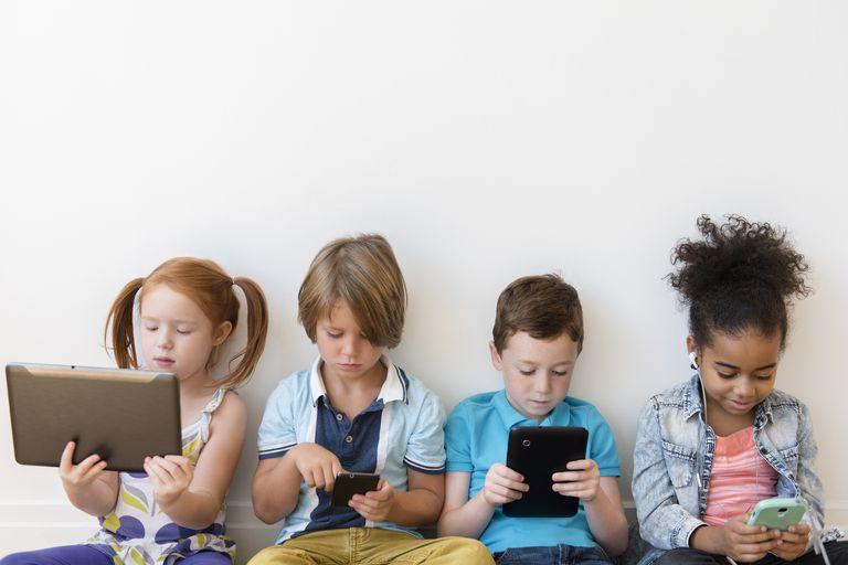 Jak smartfony i tablety wpływają na dzieci? Brak odpowiedniej kontroli może mieć poważne konsekwencje
