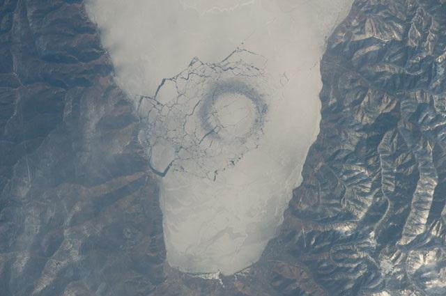 Tajemnica dziwacznych lodowych pierścieni powstających na Bajkale została rozwiązana