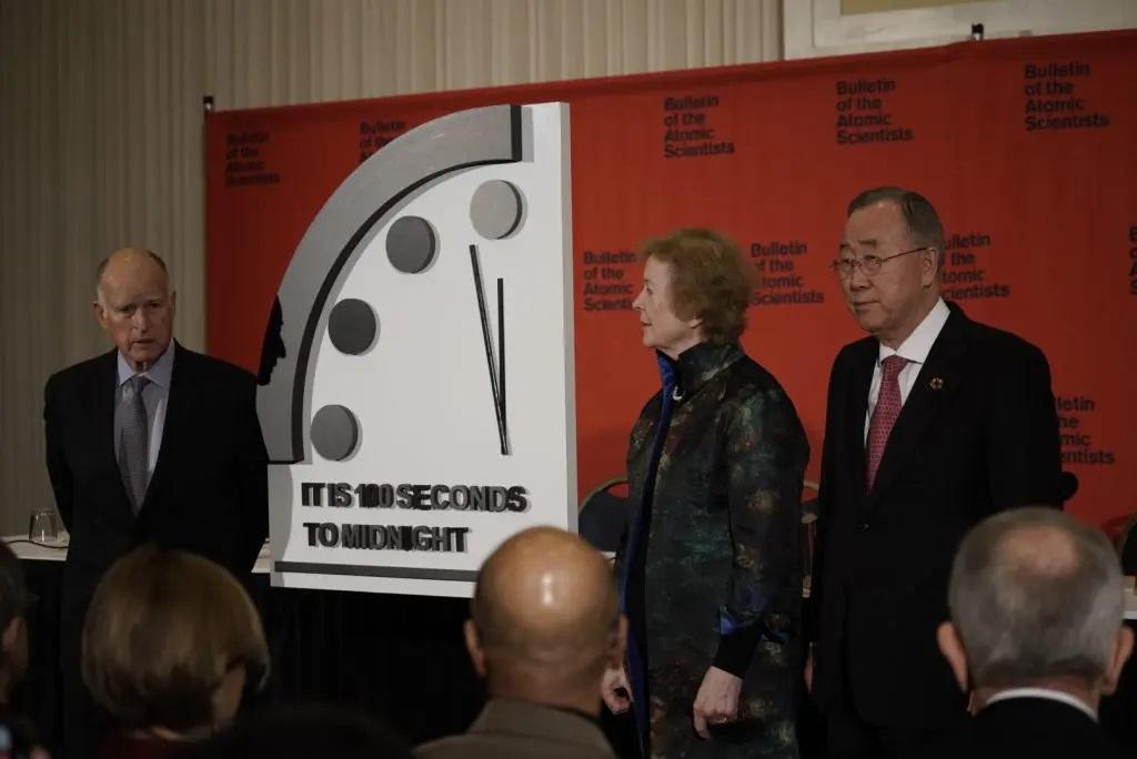 Zegar Zagłady wskazuje 100 sekund do północy. Pokazuje, jak blisko świata jest katastrofa