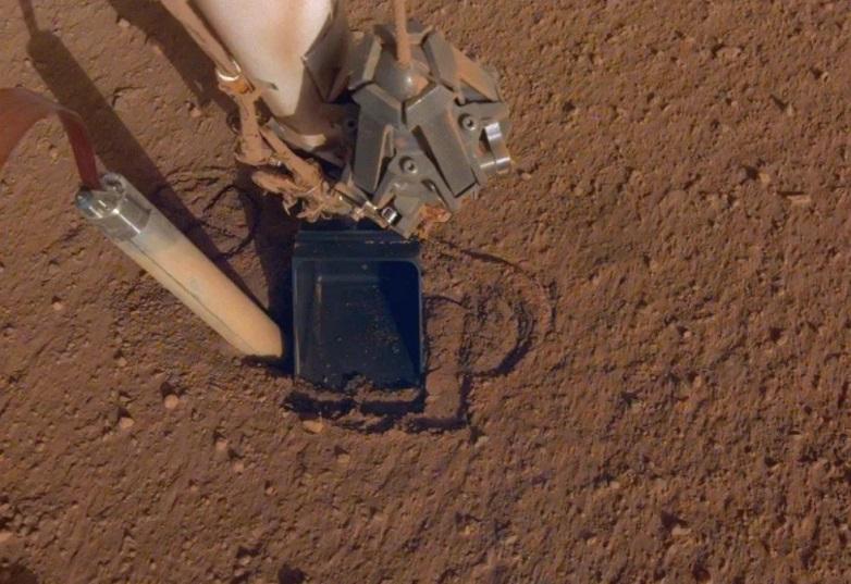 NASA wykazała się wyjątkową kreatywnością, by uwolnić kreta, który utknął na powierzchni Marsa