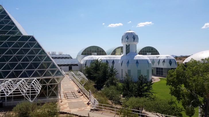 Grupa ludzi spędziła dwa lata w całkowitej izolacji. Eksperyment Biosphere 2 okazał się fiaskiem
