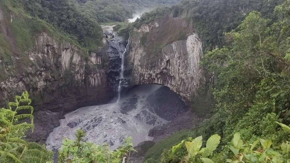 Najwyższy wodospad w Ekwadorze po prostu zniknął. Po kaskadzie wody został smętny strumyczek