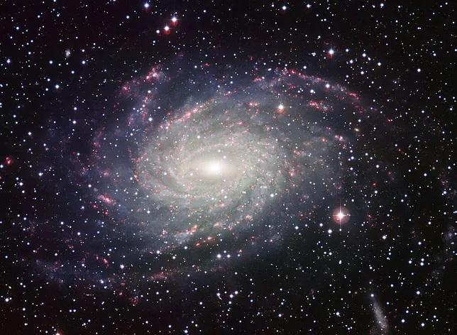 """Astronomowie odkryli """"iskierki"""" wokół supermasywnej czarnej dziury w centrum Drogi Mlecznej"""