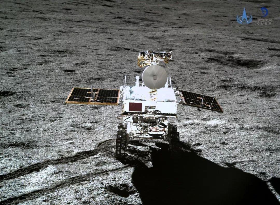 """W końcu wiemy, czym jest żelopodobna substancja"""" z """"tajemniczym połyskiem"""" na Księżycu"""