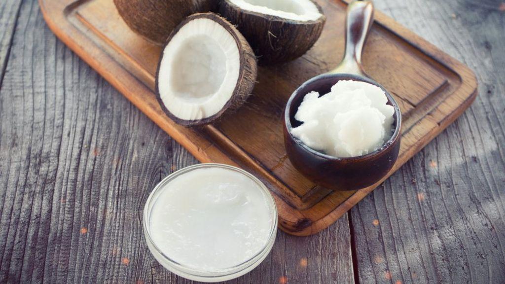 Używasz oleju kokosowego? Jego produkcja skrywa kilka mrocznych sekretów