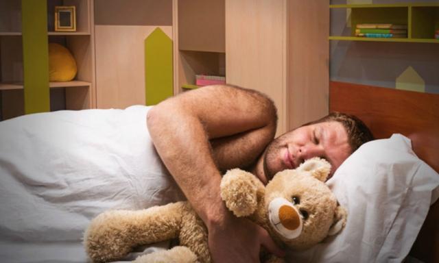Dlaczego wiele osób nie potrafi zasnąć bez przytulania czegoś, jak pluszak czy poduszka?