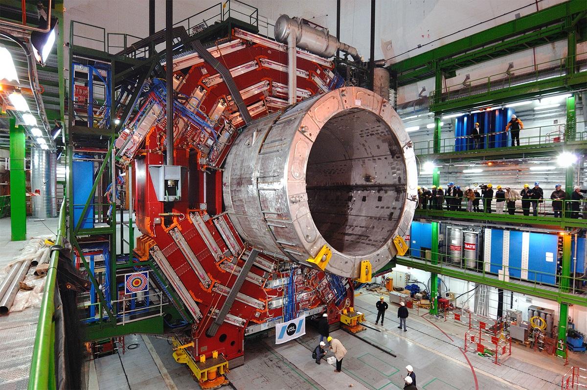 Niektórzy twierdzą, że CERN ma zamiar nawiązać kontakt z równoległym wszechświatem