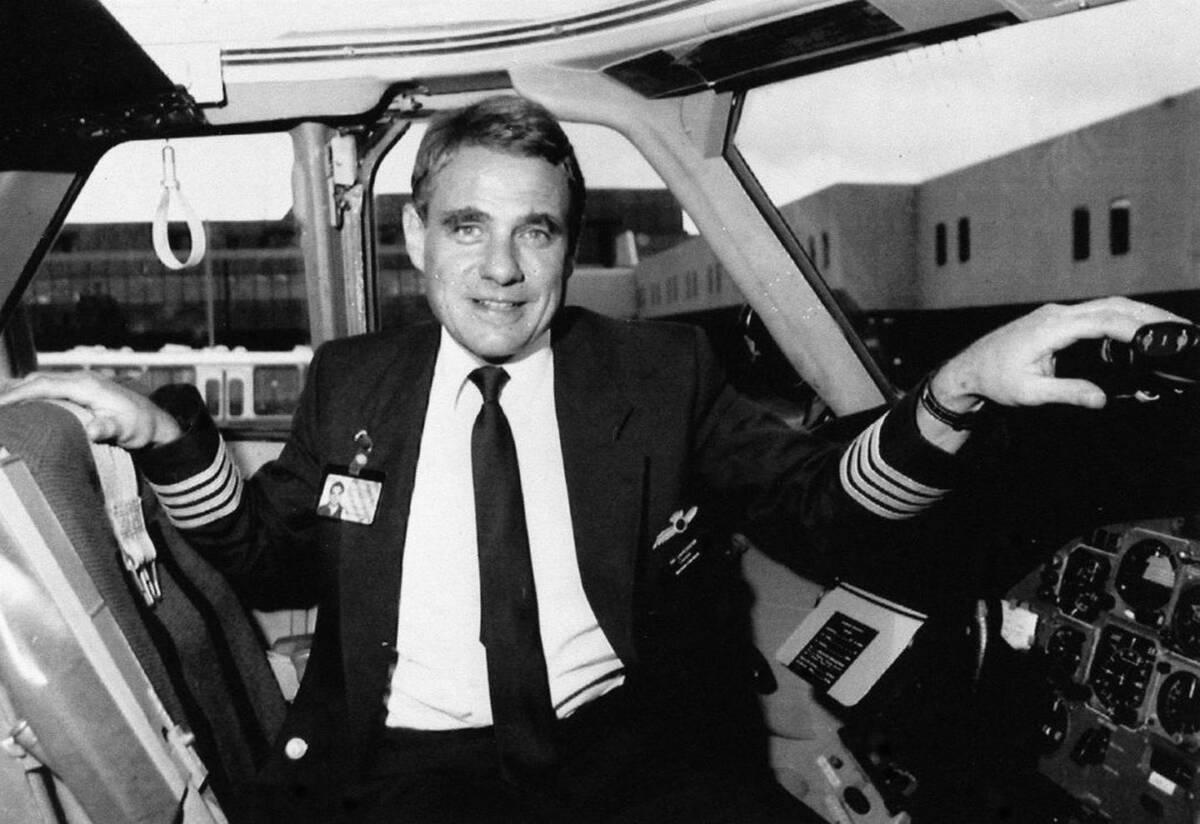 W 1990 roku samolot rzeczywiście wylądował z pilotem zwisającym z okna kokpitu