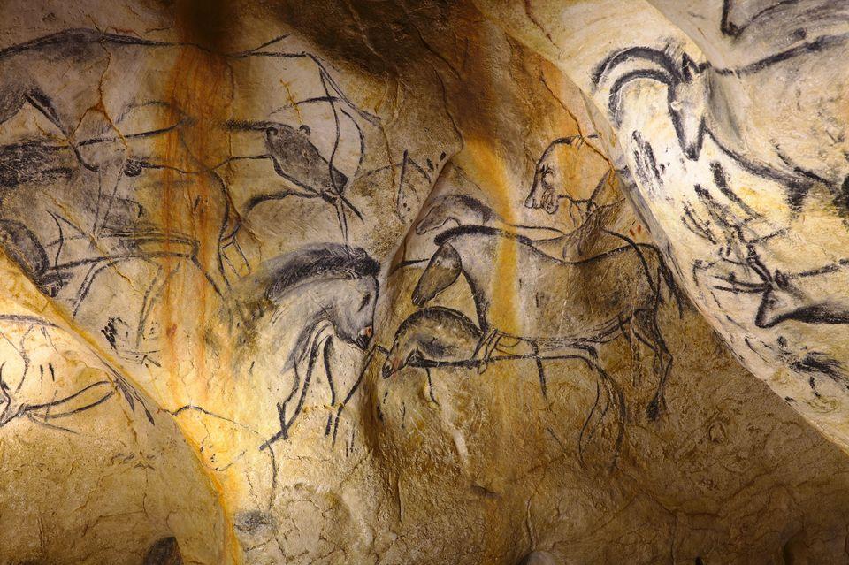 Wybierz się na wirtualną wycieczkę po prehistorycznej jaskini Chauveta. Tak żyli nasi przodkowie
