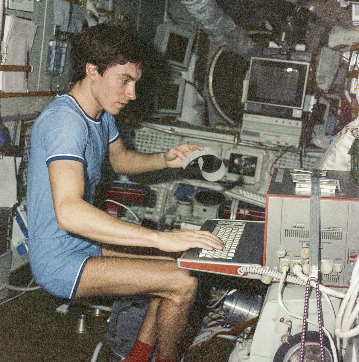 Ostatni obywatel Związku Radzieckiego. Siergiej Krikalow utknął w kosmosie na prawie rok