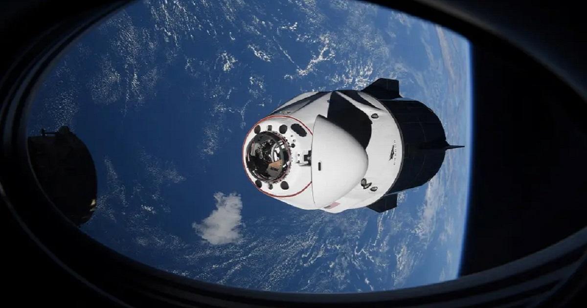 Podczas lotu na ISS statek kosmiczny SpaceX prawie zderzył się z niezidentyfikowanym obiektem