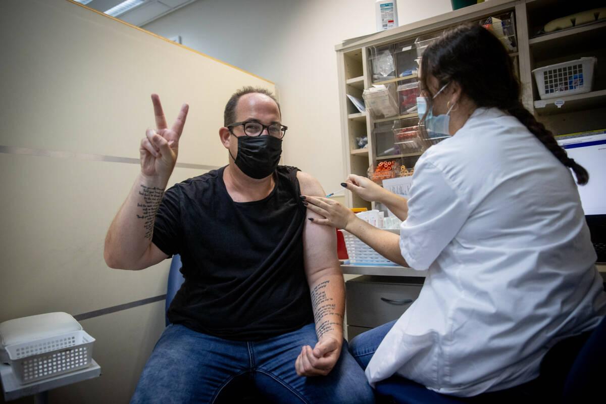 Największe badanie szczepionek przeciw COVID-19 przytłaczająco potwierdza ich bezpieczeństwo