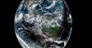 Koniecznie zobacz nagranie wczorajszego zaćmienia Słońca i huraganu szalejącego na Pacyfiku